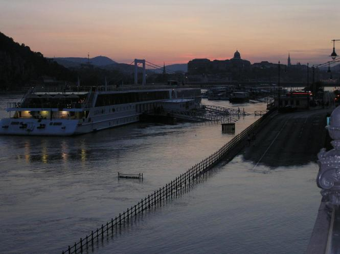 Éjjel a Szabadság-hídnál