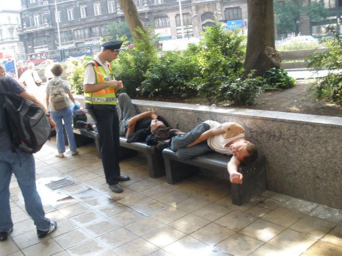 A megbotránkozott járókelők kihívták a rendőrséget